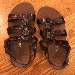 NWOT Vionic Sandals, Tortoise pattern